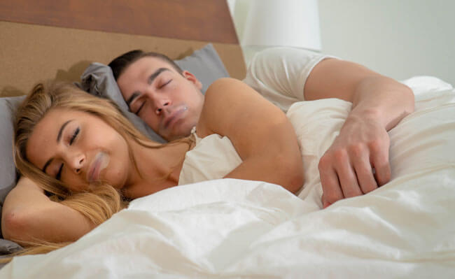 Somnifix Mouth Strips the couple sleeps on the bed