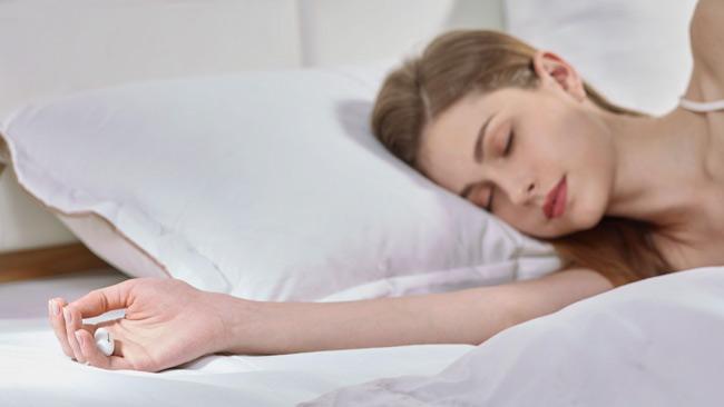 SLEEPON-Go2Sleep young woman sleeping on the bed